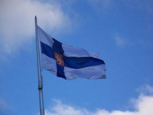 フィンランド大使館で掲げられた旗