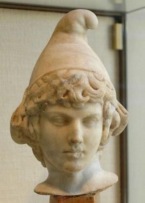 フリギア帽をかぶった石像